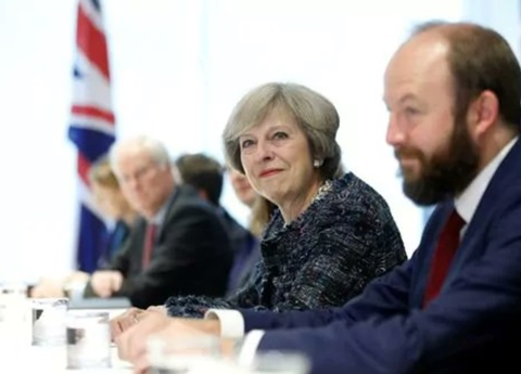 Theresa May dice gobernará con