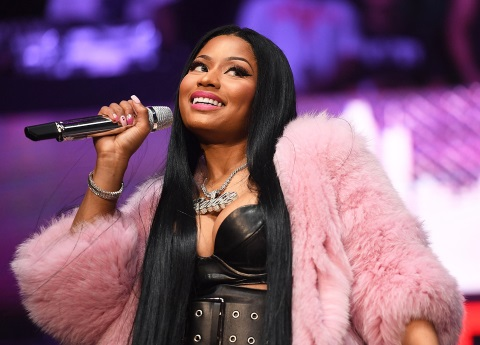 Nicki Minaj escandaliza con video de mujeres semidesnudas
