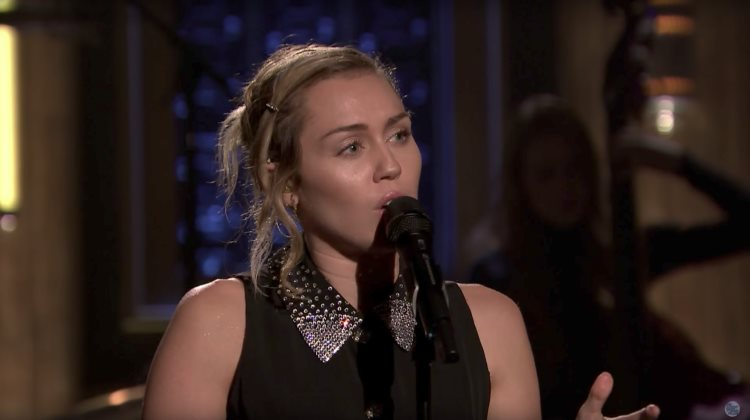 Miley Cyrus canta en honor a Las Vegas con Jimmy Fallon