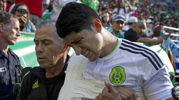 VIDEO: Alan Pulido sufre accidente automovilístico