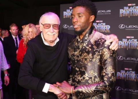 Firman cómics de Black Panter con sangre robada de Stan Lee