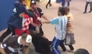 Indigna video de hinchas argentinos golpeando a croatas en el estadio