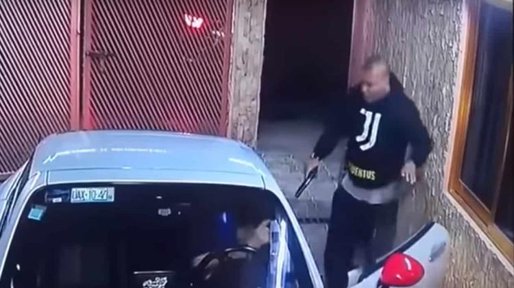 VIDEO: Así roban Mazda en casa de Coacalco, dueña sale corriendo
