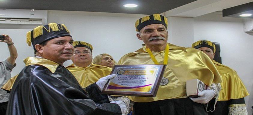Mireles, de las autodefensas al Doctorado Honoris Causa