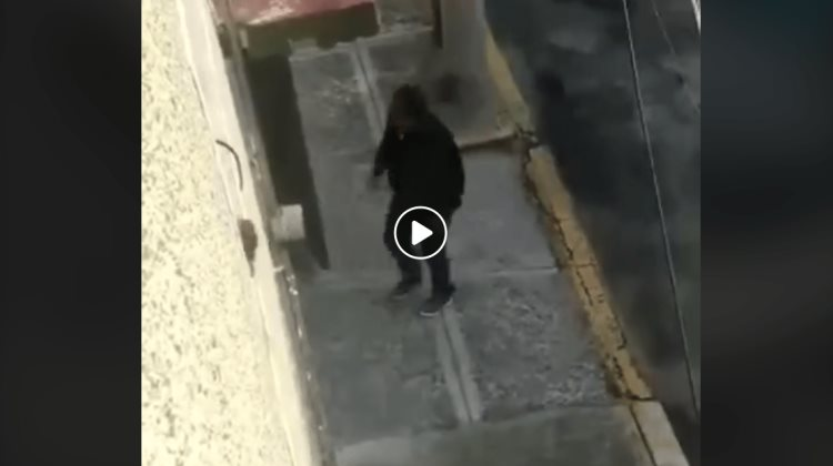 Asaltan casa en Iztapalapa y disparan a vecino (VIDEO)