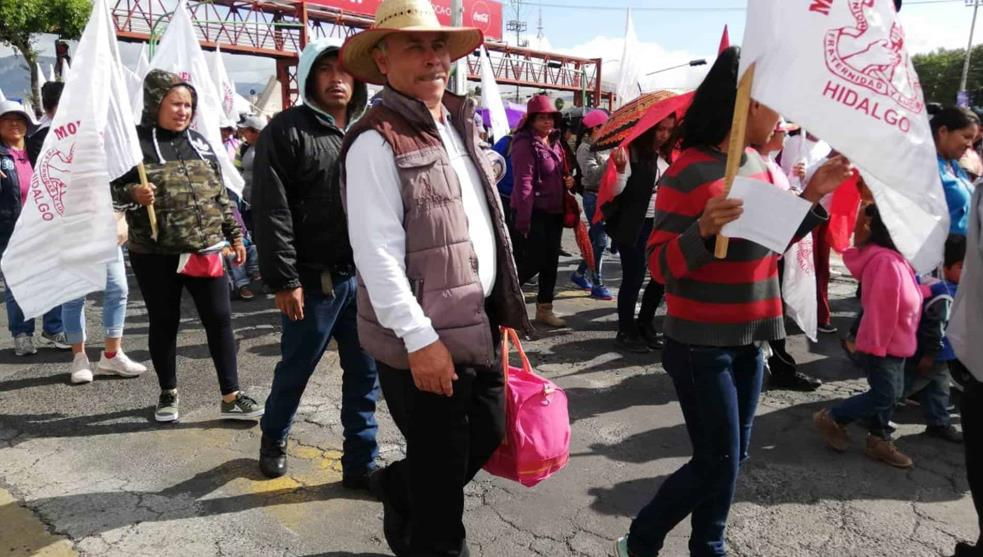 Marchan antorchistas al Congreso local