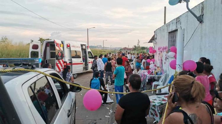 Conductor atropella a personas que celebraban baby shower en la calle