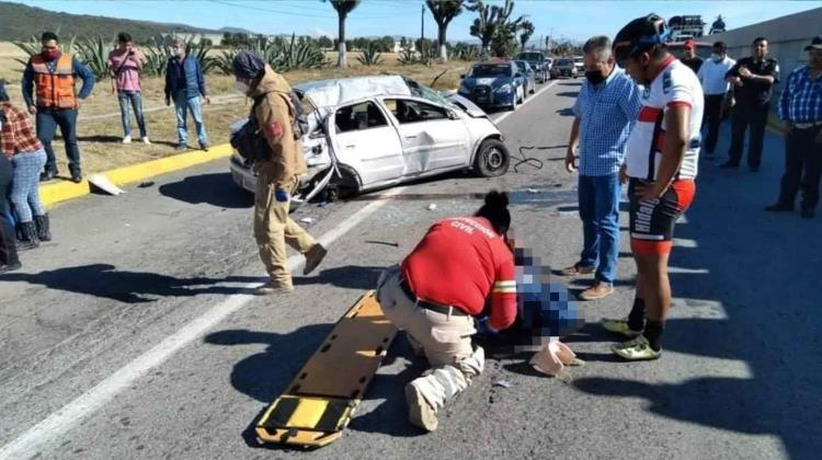Sufre accidente vehicular presidenta de Zapotlán; fallece su esposo