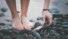 The business of selling pictures of your feet