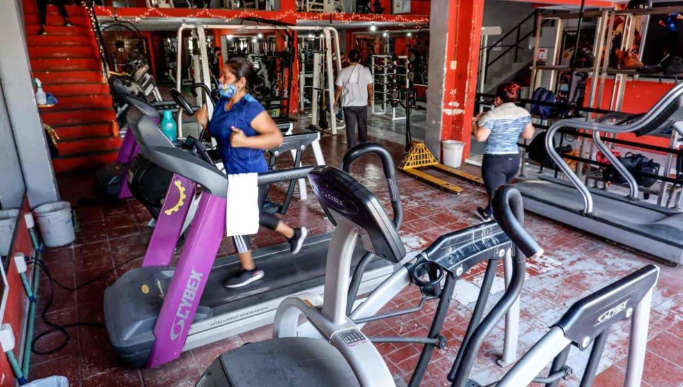 With debts and low affluence, gyms reopen in CDMX