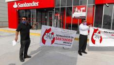 Protestan contra banco Santander, denuncian robos y fraudes en Veracruz